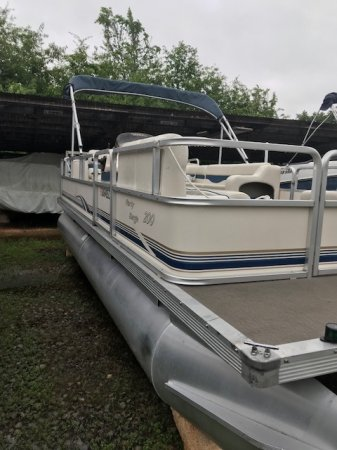 Pre-Owned 2003 Suntracker Party Barge 200 For Sale