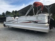 Pre-Owned 2006 Manitou 22 Oasis Triple Toon Sport Handling Pkg Power Boat for sale
